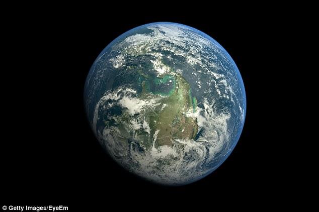 Thiên tài vật lý cảnh báo con người phải rời Trái đất - 1