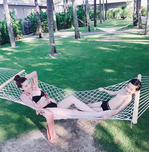 Hot nhất ngày: Hà Hồ tung ảnh bikini lộ đùi thon, chân nuột - 3