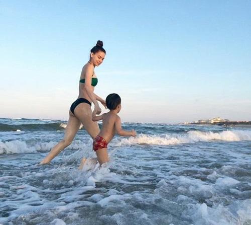 Hot nhất ngày: Hà Hồ tung ảnh bikini lộ đùi thon, chân nuột - 10