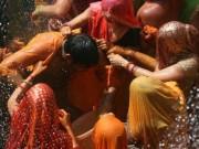 Du lịch - Lạ lùng lễ hội cho phép phụ nữ đánh đập, xé áo đàn ông