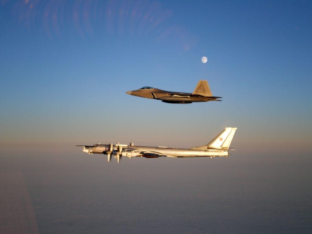 Cả phi đội chiến đấu cơ Nga áp sát biên giới Mỹ - 1