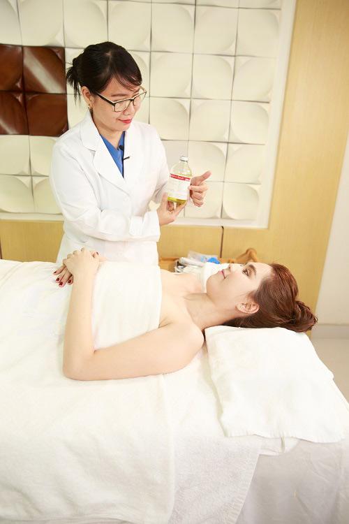 Ngọc Trinh livestream tiết lộ bí quyết trắng da, ngừa lão hóa tuổi 30 - 6