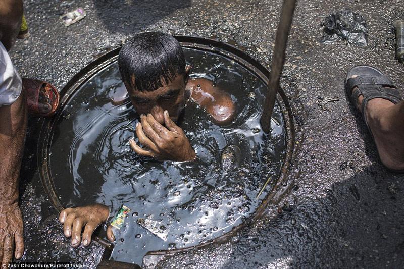 Công việc vất vả nhất hành tinh: Lặn để thông cống ở Bangladesh - 6