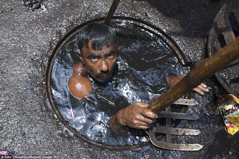 Công việc vất vả nhất hành tinh: Lặn để thông cống ở Bangladesh - 8