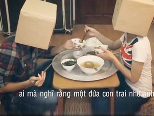 Chàng trai mời bạn gái về ăn cơm còn đòi chia đôi tiền đi chợ - 1