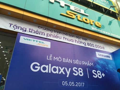 Không khí ngày đầu tiên mở bán Samsung Galaxy S8/S8+ tại Viettel Store - 1