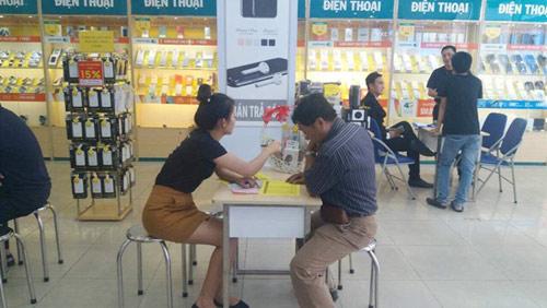 Không khí ngày đầu tiên mở bán Samsung Galaxy S8/S8+ tại Viettel Store - 4