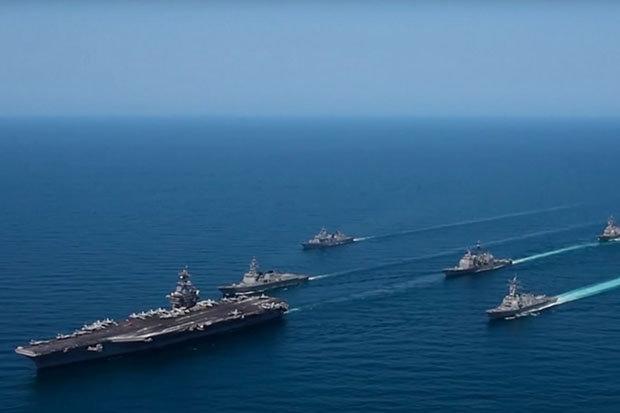Video: Tàu sân bay Mỹ phô trương sức mạnh dọa Triều Tiên - 2
