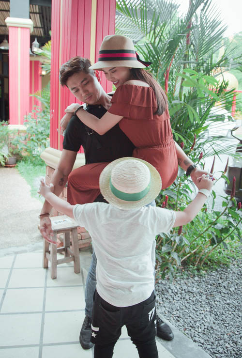 Không ngờ vợ chồng Tim - Quỳnh Anh lại vô tư tình tứ trước con thế - 2