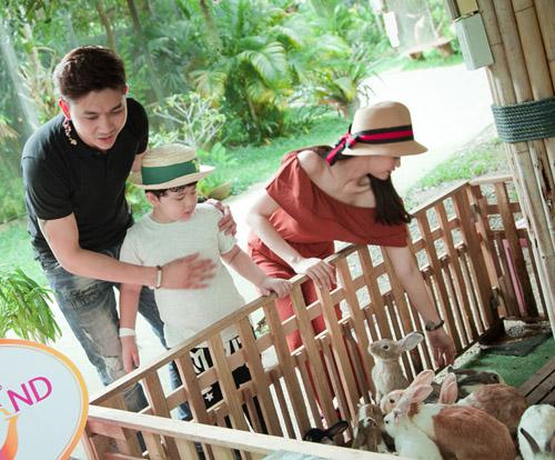 Không ngờ vợ chồng Tim - Quỳnh Anh lại vô tư tình tứ trước con thế - 4