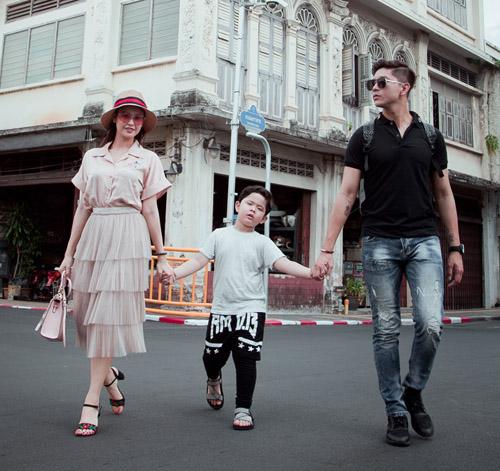 Không ngờ vợ chồng Tim - Quỳnh Anh lại vô tư tình tứ trước con thế - 6