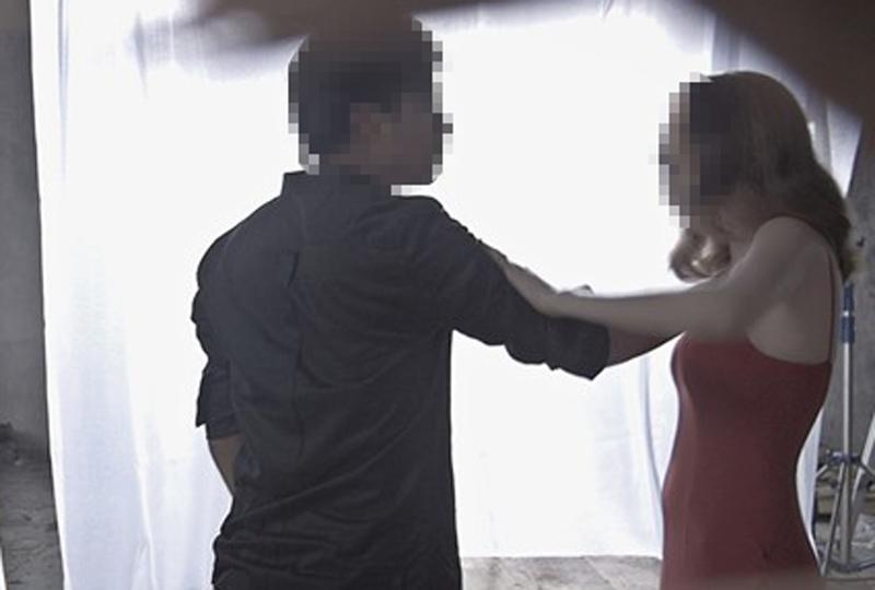 Chụp hình với trai lạ, cô gái bị người yêu kéo vào nhà nghỉ đánh đập - 1
