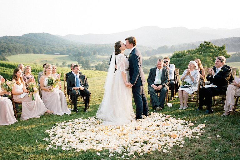 Đi đám cưới: Mừng bao nhiêu tiền mới đủ? - 1