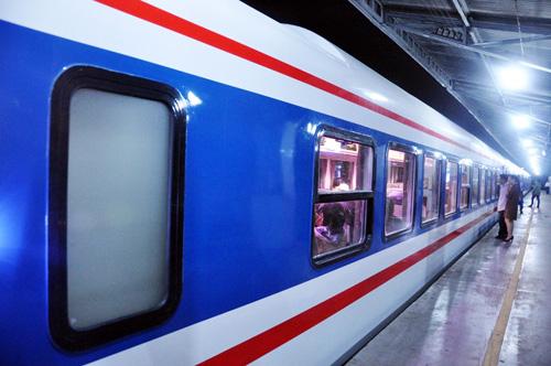 Hàng nghìn vé tàu giá 10 nghìn đồng từ Hà Nội đi Cửa Lò - 1