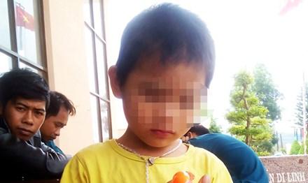 Bé trai 4 tuổi lạc ở xứ lạ suốt 3 ngày - 1