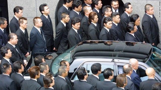 Băng mafia lớn nhất Nhật chia rẽ, huyết chiến sắp xảy ra? - 1