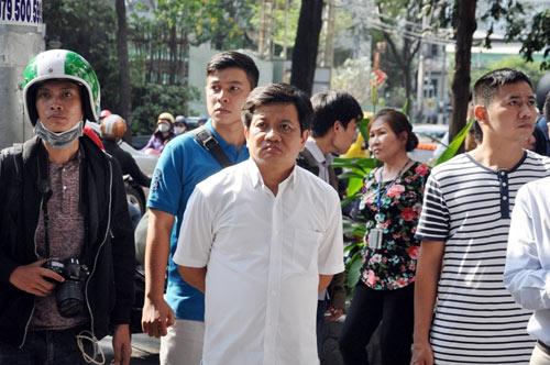 """""""Vắng"""" ông Đoàn Ngọc Hải, vỉa hè quận 1 bị tái chiếm tràn lan - 16"""