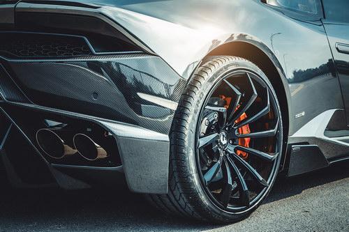 Lamborghini Huracan lên mâm Forgiato 240 triệu đồng ở Việt Nam - 4
