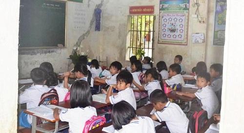 Nghệ An: Hàng trăm học sinh vừa học vừa run vì trường xuống cấp nặng - 1