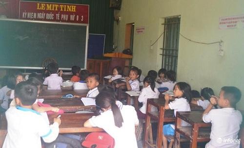 Nghệ An: Hàng trăm học sinh vừa học vừa run vì trường xuống cấp nặng - 4