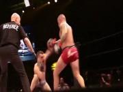 """Thể thao - MMA: """"Kẻ tâm thần"""" chơi bẩn, ẩu đả loạn võ đài"""
