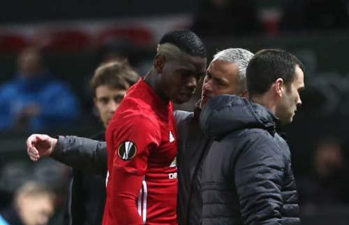 MU đua top 4: Buông thật, hay Mourinho tung hỏa mù? - 2