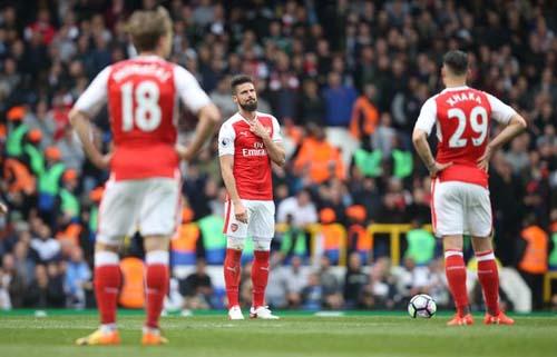 """Arsenal - MU: Người thờ ơ, kẻ """"tự sát"""" - 2"""