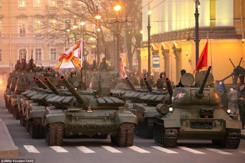 Xem quân đội Nga rầm rập luyện tập chuẩn bị duyệt binh - 1