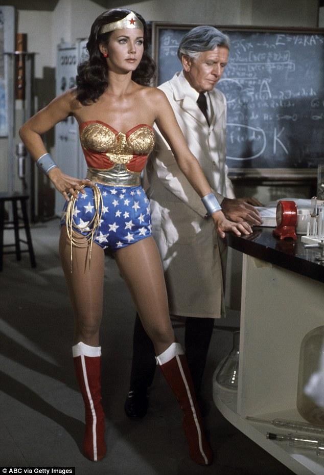 Các nữ siêu anh hùng ngày càng nóng bỏng trong các phiên bản sau - 2