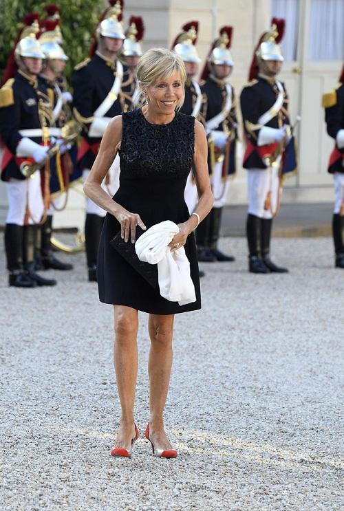 Hơn chồng 24 tuổi, vợ ứng viên Tổng thống Pháp vẫn trẻ bất ngờ - 4