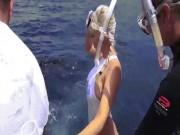 """""""Đắng lòng"""" mẫu nữ sexy đua đòi lặn biển bị cá mập tấn công"""