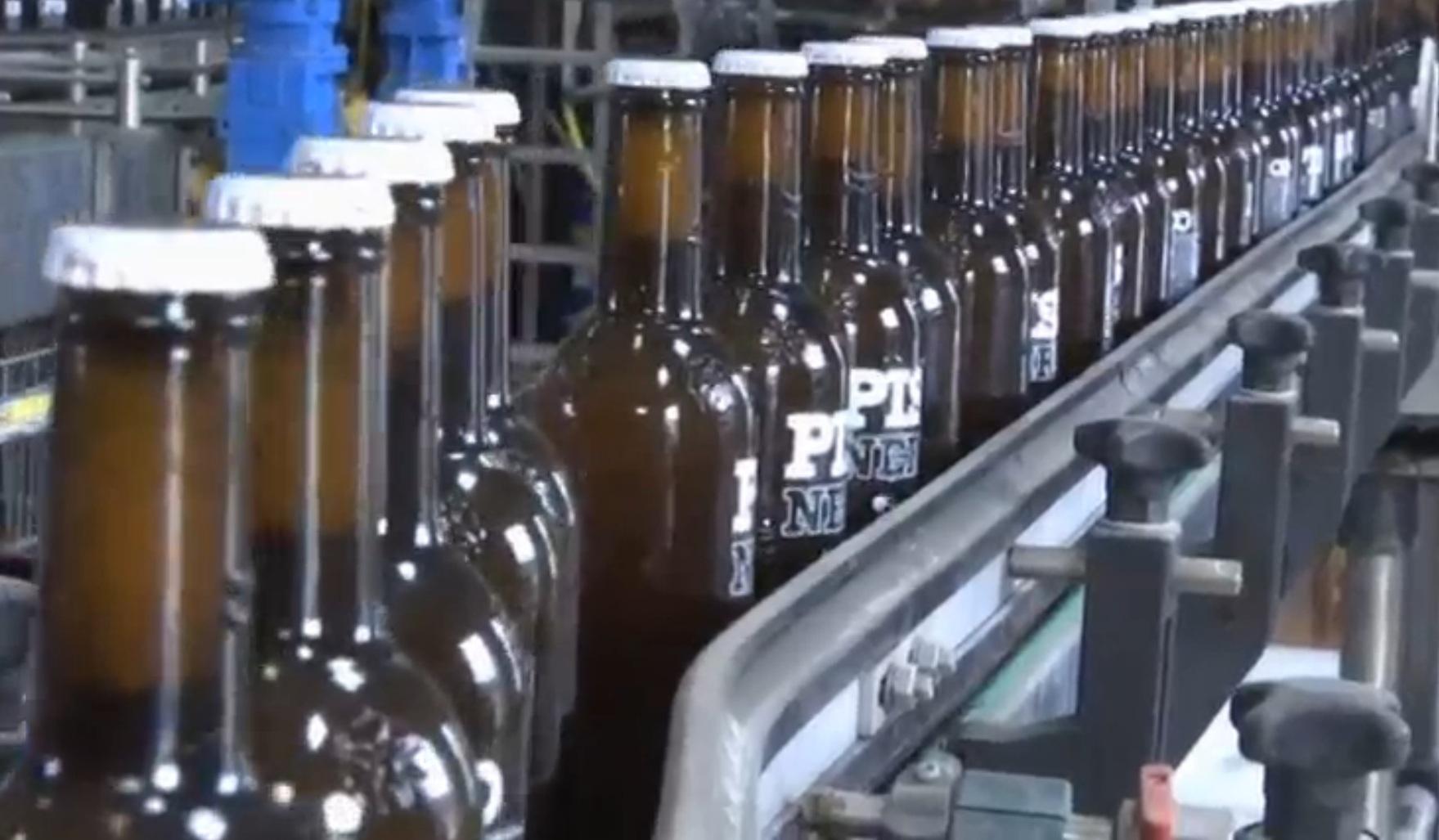 Đi xin 50.000 lít nước tiểu đưa vào dây chuyền làm bia - 2