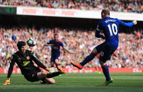 """Liverpool hụt 11m, đến lượt Rooney """"tự bắn vào chân"""" MU - 1"""