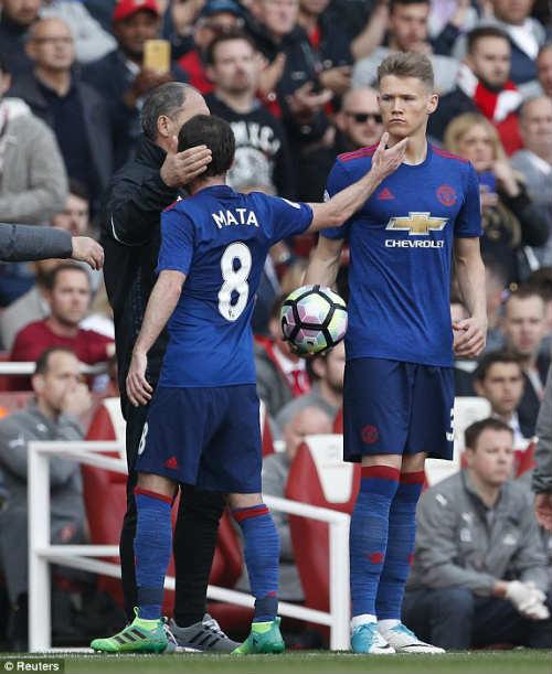 "Đại chiến Arsenal - MU: Wenger thoát ""lời nguyền"" Mourinho - 12"