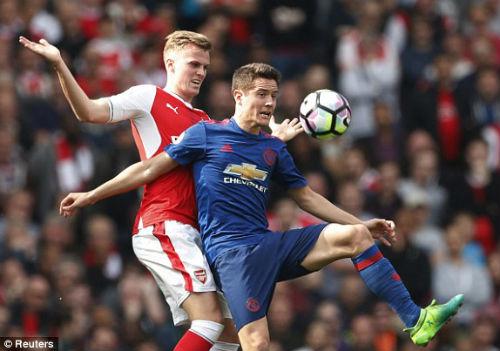 "Đại chiến Arsenal - MU: Wenger thoát ""lời nguyền"" Mourinho - 1"