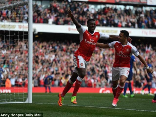 Arsenal - MU: Wenger hả hê, Mourinho cau có