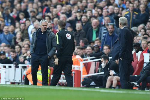 "Đại chiến Arsenal - MU: Wenger thoát ""lời nguyền"" Mourinho - 14"