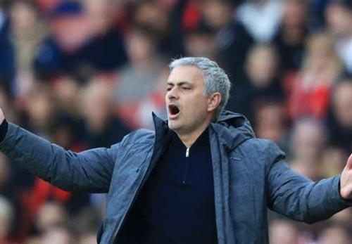 MU thua trận, Mourinho vẫn chế giễu Arsenal - 2