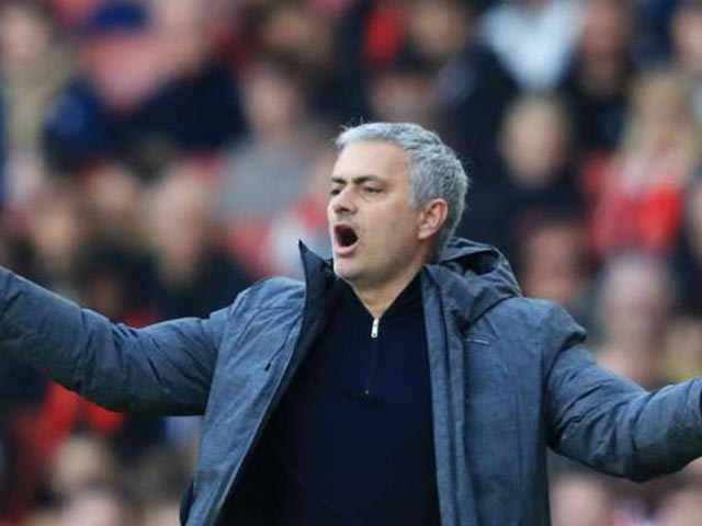 Mourinho: MU tự buông top 4, Arsenal ăn may