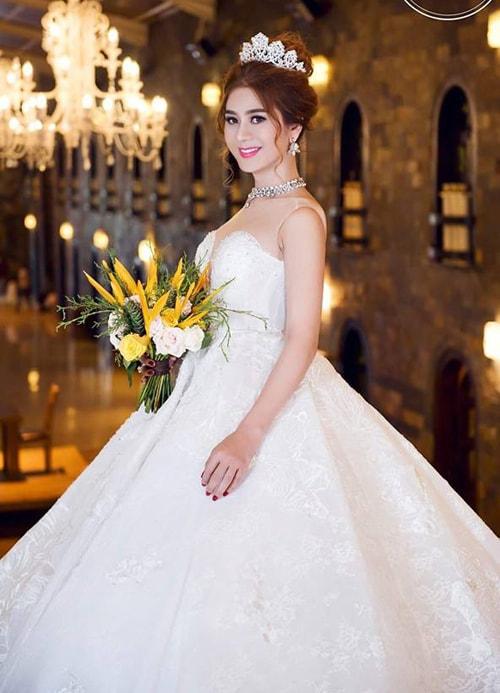 Lâm Khánh Chi mặc áo cưới xuyên thấu nuột nà bên chồng trẻ - 3