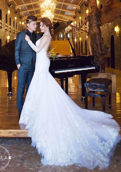 Lâm Khánh Chi mặc áo cưới xuyên thấu nuột nà bên chồng trẻ - 5