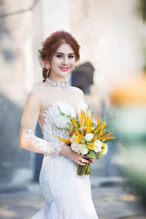 Lâm Khánh Chi mặc áo cưới xuyên thấu nuột nà bên chồng trẻ - 8