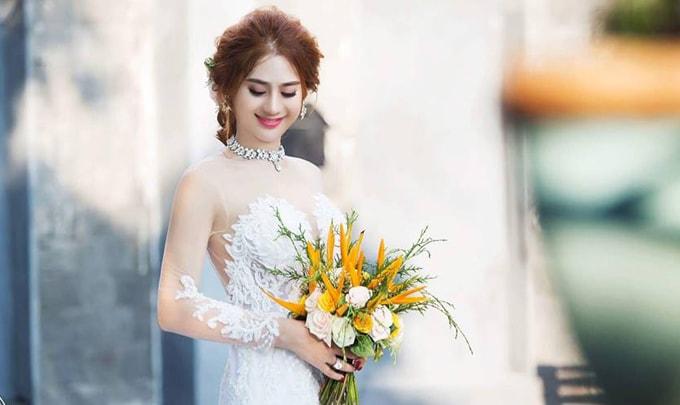 Lâm Khánh Chi mặc áo cưới xuyên thấu nuột nà bên chồng trẻ - 9