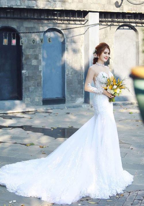 Lâm Khánh Chi mặc áo cưới xuyên thấu nuột nà bên chồng trẻ - 10
