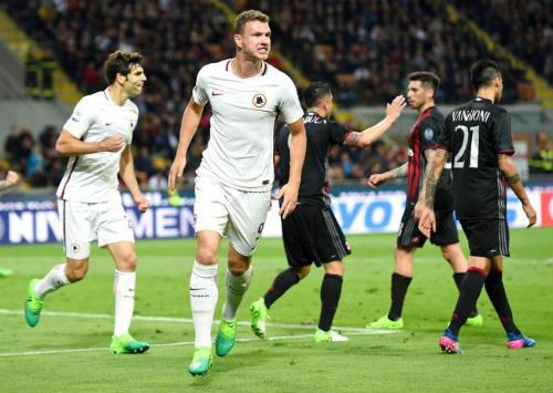 AC Milan - Roma: Thẻ đỏ, siêu phẩm & mưa bàn thắng - 1