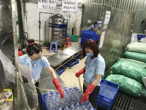 Hàng triệu mẹ nhầm lẫn khi sử dụng nước muối sinh lý - 2