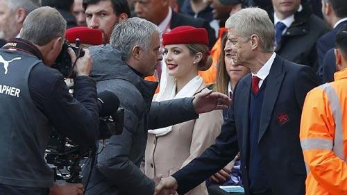 MU thua trận, Mourinho vẫn chế giễu Arsenal - 1