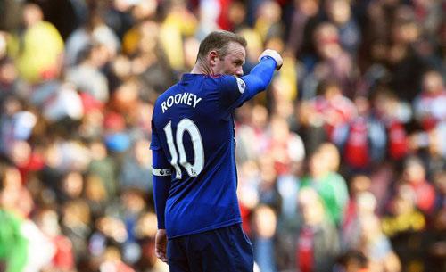 MU thua Arsenal: Tồi tệ quá, tượng đài ghi bàn Rooney! - 2