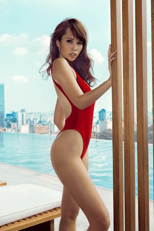"""Hà Anh diện áo tắm 2 mảnh đỏ rực tựa """"nữ thần"""" - 1"""