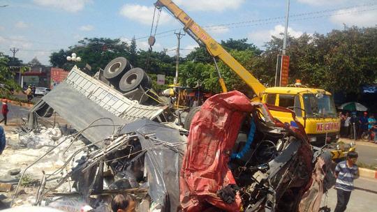 Xe tải gây tai nạn ở Gia Lai chưa được cấp phép kinh doanh - 1